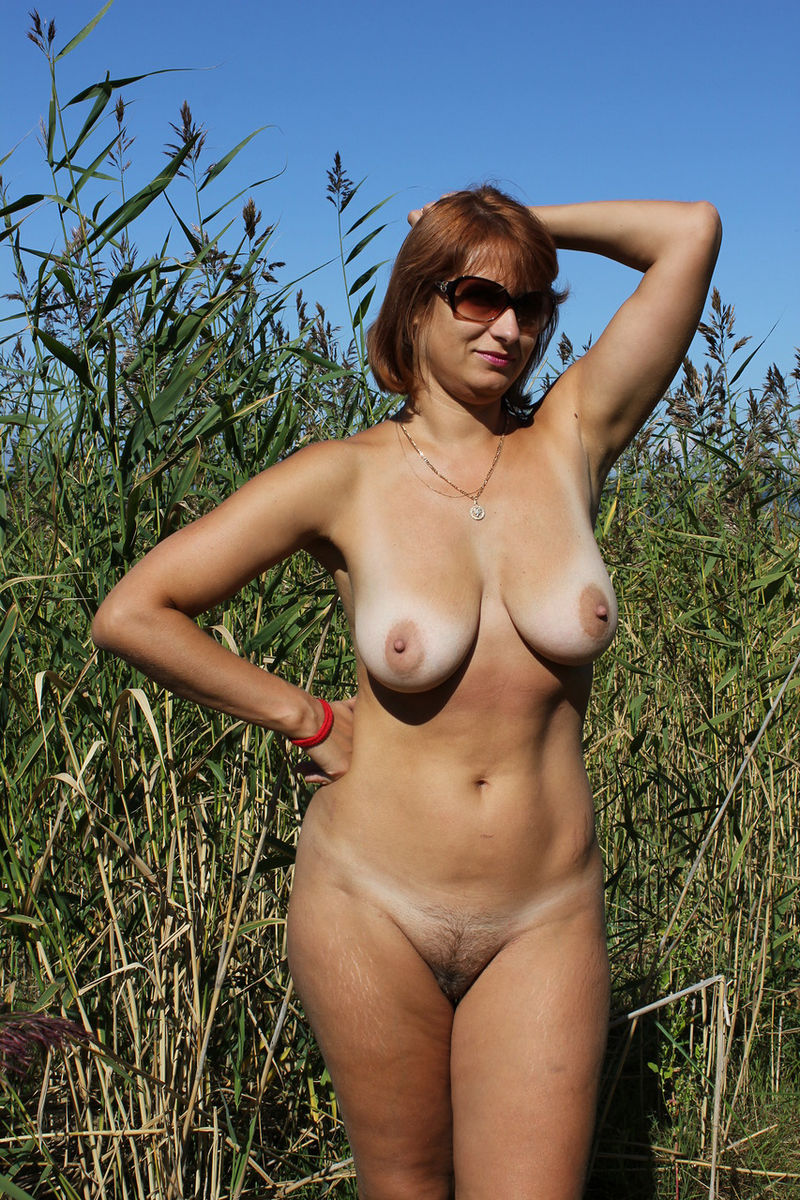 Big tits russian mature wife naked
