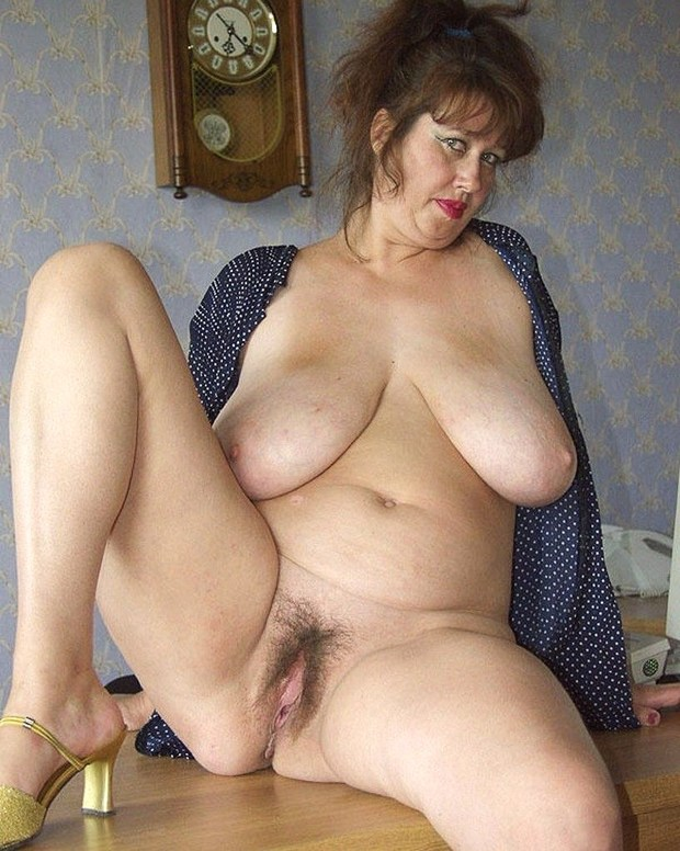 Mature naked pussy and tit pics