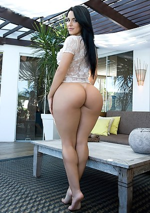 Girl with huge ass naked