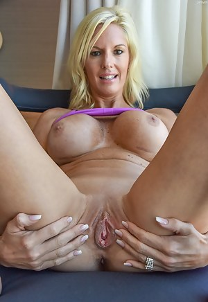 Glorious mature pussy spread