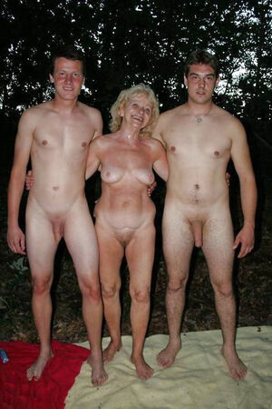 Nude mature pussy photos
