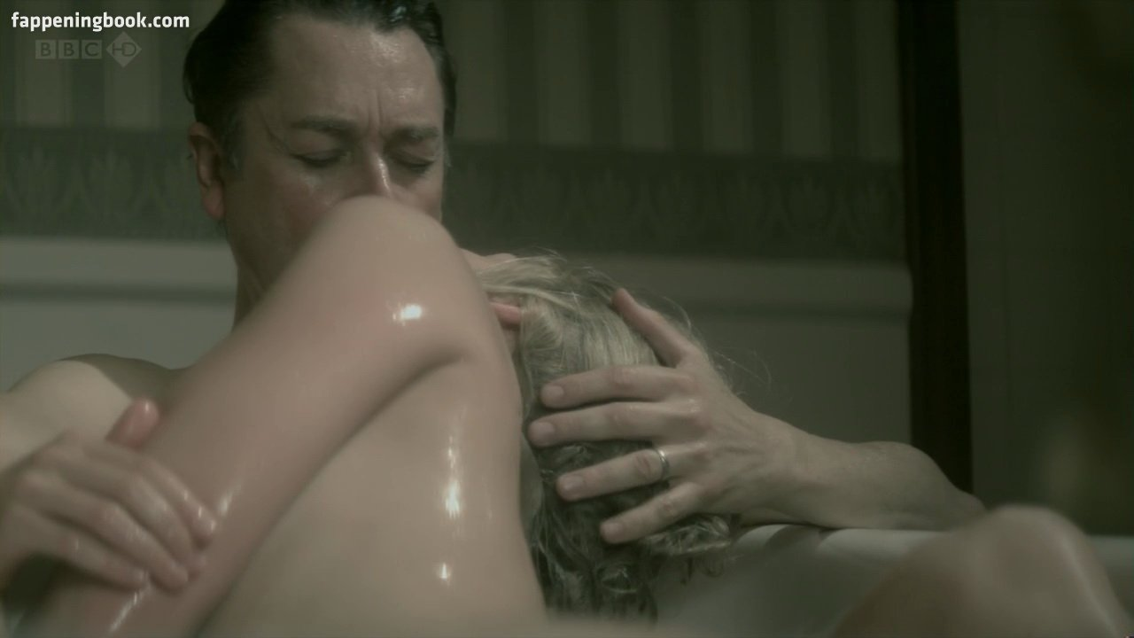 Rosamund pike nude pictures